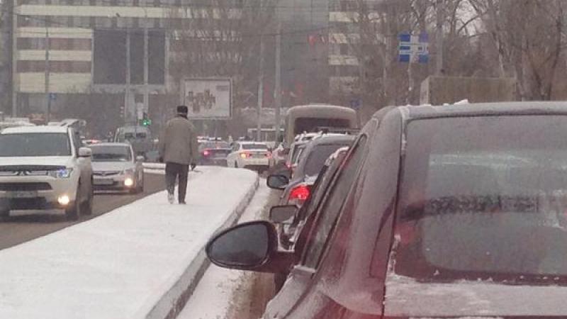 В среду, 26 ноября, в Ростове-на-Дону выпал первый этой осенью снег. Ростовчане отнеслись к капризам погоды с юмором и иронией
