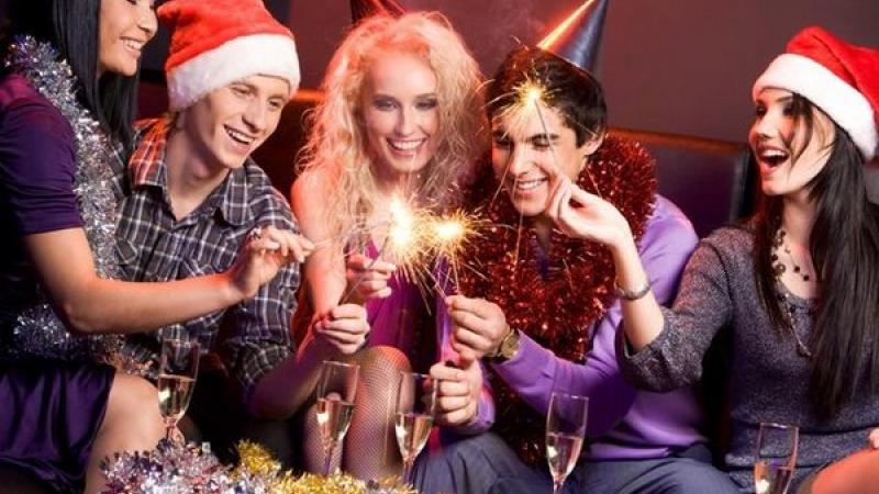 Если вы еще не определились, где будете отмечать самый главный праздник года, то стоит поскорее задаться этим вопросом. KR-News.Ru предлагает вам обзор заведений, в которых будет очень весело в новогоднюю ночь