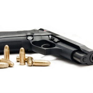 21 апреля в центре города женщина в состоянии алкогольного опьянения несколько раз выстрелила в своего знакомого.
