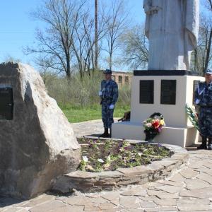 Камень-обелиск, посвященный памяти воинов, не вернувшихся с фронтов Великой Отечественной войны, в воскресенье, 27 апреля, был установлен в Красносулинском районе Ростовской области