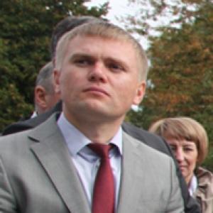 Подозреваемый в покушении на мошенничество заместитель мэра Батайска Денис Корсунов подал заявление об увольнении. По собственному желанию