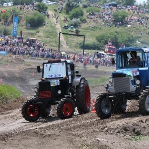В субботу, 14 июня, в Ростове-на-Дону пройдут XII гонки на тракторах «Бизон-Трек-Шоу 2014»