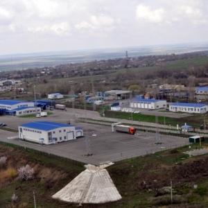 Пункт пропуска вблизи российского Донецка – Изварино – возобновил свою работу. Теперь грузы и машины, следующие из Ростовской области, могут снова беспрепятственно пересекать границу