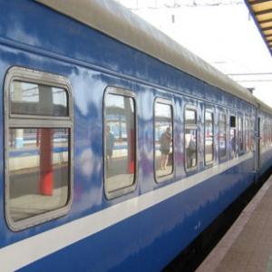 После того, как в Донецкой народной республике на двух участках железной дороги прогремели взрывы, часть пассажирских составов были направлены в обход