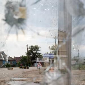 Из-за стрельбы на украинской территории работа трех пунктов пропуска на российско-украинской границе приостановлена. Об этом сообщает пресс-служба Южного таможенного управления