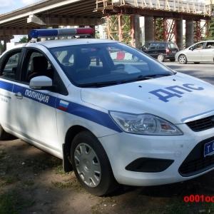 Инспектор ДПС, направляясь по срочному вызову, сбил 20-летнюю девушку, переходящую дорогу в неположенном месте.