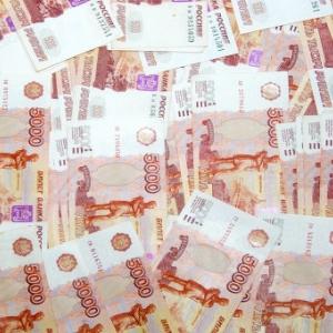 Председатель Правительства РФ Дмитрий Медведев распорядился предоставить регионам России средства на содержание беженцев из Украины. Общая сумма трансферта составляет 3 миллиарда 559 миллионов 680 тысяч рублей