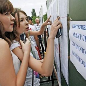 Три университета Ростовской области смогут принять в свои стены абитуриентов из числа украинских беженцев. Донской регион получил 500 дополнительных мест – треть от всех бюджетных мест, выделенных в России для украинской молодёжи
