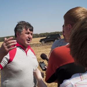 Экс-губернатор и экс-замминистра сельского хозяйства РФ Александр Черногоров уже 44 года отмечает свой день рождения за штурвалом комбайна. Не стал исключением и его 55- летний юбилей