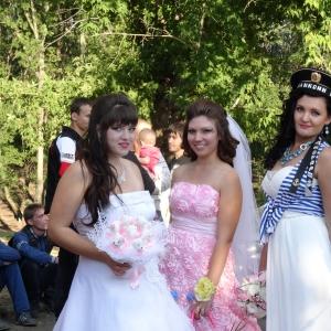 """В """"Шоу невест"""", которое прошло в Красном Сулине (Ростовская область), приняли участие 10 девушек, у каждой из которых был собственный образ"""