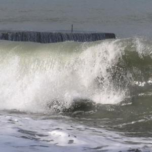 Днем 24 сентября на Азовском море ожидается юго-западный, западный ветер, с середины дня западный, северо-западный ветер 25-30 м/с, высота волн 1,3 – 1,5 м.