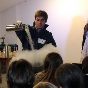 Science Slam - международный проект популяризации науки, пришедший к нам из Германии. Правила состязания просты: за 10 минут участники весело и доступно должны презентовать свои работы неподготовленному зрителю