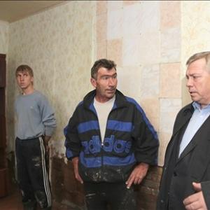 В Ростовской области четвёртый день идёт выплата единовременной денежной помощи семьям, которые пострадали от урагана 23-24 сентября. По информации на сегодняшний день, выплачено 48 миллионов 710 тысяч рублей