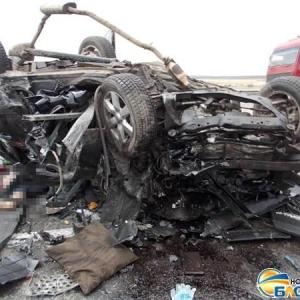 31 октября около 12 часов дня на трассе Ростов-Новочеркасск случилось крупное ДТП, в котором погибли 3 человека и еще один находится в реанимации, сообщает «Bloknot».