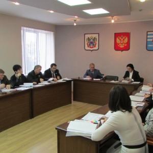 Гордума Таганрога совместно с администрацией рассмотрела проект бюджета на 2015 год. В связи с тем, что муниципальный долг города составляет более 600 млн рублей, бюджет будущего года предложено сократить на 328 млн рублей