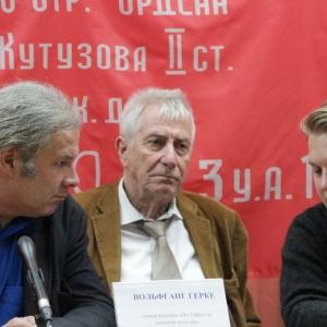 Двое депутатов немецкого парламента прибыли в Ростовскую область, чтобы пообщаться с беженцами и посетить приграничные с Россией территории Украины
