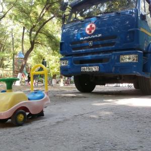 На Дону до сих пор находятся около 40 тысяч вынужденных переселенцев из Украины, сообщает пресс-служба правительства Ростовской области. Они располагаются в пунктах временного размещения, в домах и семьях жителей региона
