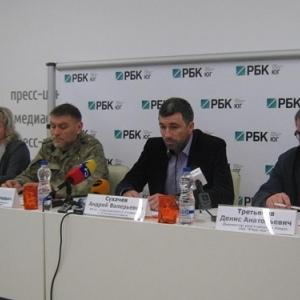 17 декабря исполняющий обязанности мэра Свердловска (ЛНР) Андрей Сухарев провел пресс-конференцию в Ростове-на-Дону. О том, как жители города справляются с экономическими трудностями, он рассказал донским журналистам.