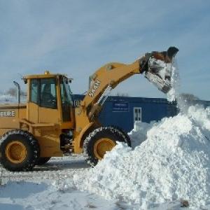 Сегодня в Ростове-на-Дону в снегоуборочных работах будут задействованы 420 единиц спецтехники и три тысячи дворников