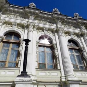 Завтра, 24 декабря, в 16-30 в Ростовском областном музее изобразительных искусств открывается областная выставка детского творчества «Новогодние мотивы»