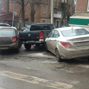 Ранее KR-News писал о том, что сегодня, 26 января, на улицах Ростова и на прилежащих трассах образовалась наледь. Такое состояние на дорогах в городе все-таки привело к небольшим ДТП.