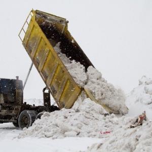 В Ростове-на-Дону снег расчищают 182 автомобиля спецтехники, включая 91 комбинированную дорожную машину и 42 ручных снегоуборочных машины. Кроме того, по договорам с предприятиями к уборке города привлечено 16 самосвалов и погрузчиков