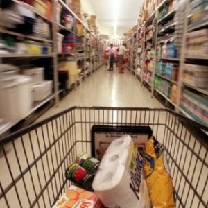 Чтобы наполнить продуктовую корзину экономно, ростовчанину следует отовариваться как минимум в трёх магазинах