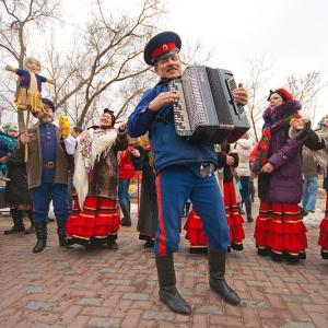 Ростовчан приглашают на масленицу в Старочеркасской: поесть блинов, покататься на лошадях, залезть на столб