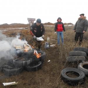 Ветеринары города Новочеркасск нашли на обочине дороги пять голов поросят, две головы коров и примерно два десятка трубчатых костей