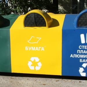 В Аксае началась установка новых мусорных контейнеров.