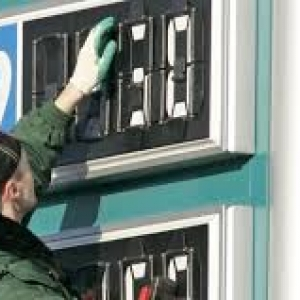 К концу 2015 года цена на бензин в РФ превысит 40 рублей за литр.