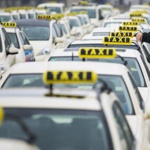 Анонсированный в соцсетях протест таксистов на Театральной площади в Ростове-на-Дону не состоялся