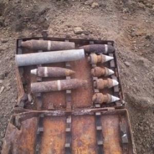 На автомобильной дороге М-19 возле Новошахтинска были обнаружены боеприпасы времен Второй мировой войны.