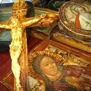 Мужчину поймали после воровства 2-х икон у женщины из деревни Малый Мишкин, что в Аксайского районе.