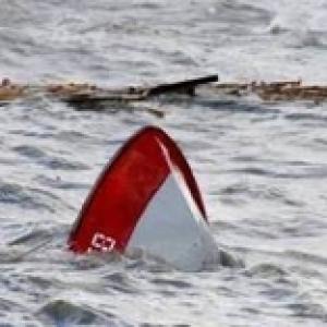 В Ростовской области из-за опрокидывания лодки погиб рыбак, еще один исчез.