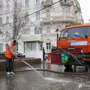 Коммунальщики Ростова-на-Дону пообещали очистить город от грязи и пыли, которая скопилась на улицах после противогололёдных мероприятий