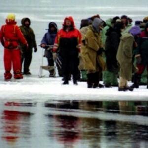Подледная рыбалка закончилась дрейфом на льдине в Ростовской области.
