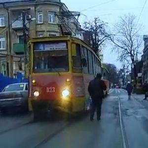 На улице Станиславского в Ростове проблема с местами для парковки стоит достаточно остро.