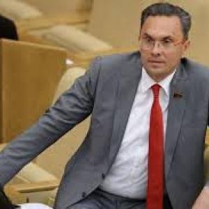 В Кировском районном суде Ростова должно было состояться предварительное слушание дела, фигурантом которого является депутат Госдумы РФ Владимир Бессонов.