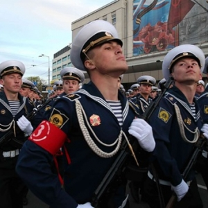 В механизированной колонне будет задействовано 102 единицы техники, а в военном параде на Театральной площади 9 мая пройдут больше 2000 человек.
