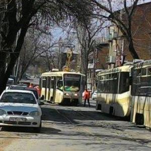 Во вторник 14 апреля в Ростове-на-Дону произошло ДТП, в котором с рельсов сошел трамвай.
