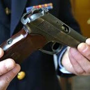 Жители Ростовской области имеют возможность сдать оружие и получить за него вознаграждение.