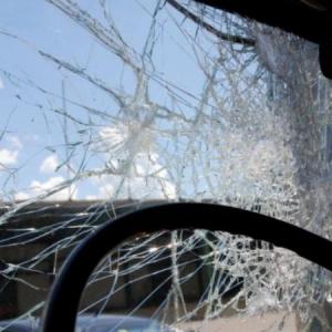 Поздно вечером 12 мая в Ростовской области в совхозе Темерницкий, что находится в Аксайском районе, произошла кровавая авария – «лоб в лоб» столкнулись автомобили Mitsubishi Lancer и Renault Duster.