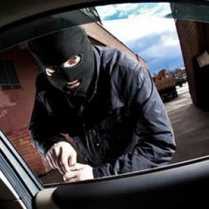 В отделение полиции обратился житель Тацинского района и сообщил, что кто-то ночью похитил у него из автомашины музыкальное оборудование.