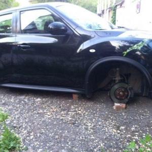 Автоворы уже не первый раз промышляют в Ростове – до этого они сняли противотуманки у Mazda.