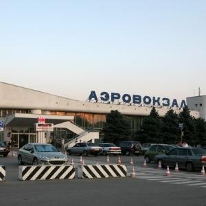 В Ростовский аэропорт пришлось вызывать взрывотехническую бригаду, а людей срочно эвакуировать из-за найденного боеприпаса