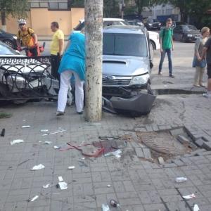 Сегодня, 27 мая, в центре Ростова-на-Дону произошло тройное ДТП. В результате серьёзно пострадал пешеход
