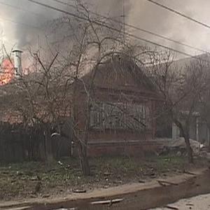 Сегодня, 2 мая, вечером около пяти часов спасатели города Шахты получили сообщение о возгорании в частном домовладении, расположенном на улице Шевченко.