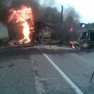 Грузовая автомашина сгорела полностью.