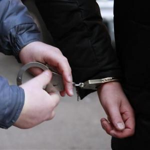 В полицию поступило сообщение о том, что в Кировском районе Ростова-на-Дону неизвестный мужчина, угрожая ножом, похитил принадлежащие заявителю денежные средства, после чего скрылся с места преступления.